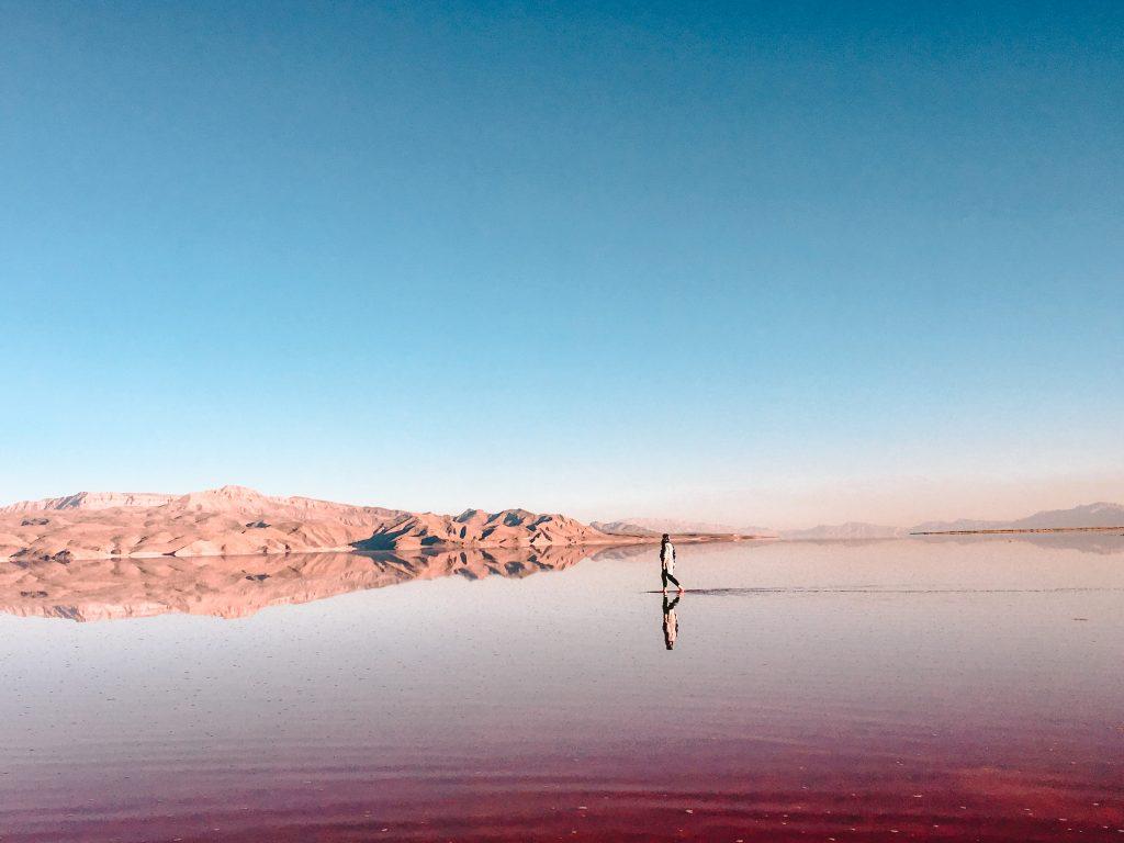 backpacken Iran -roze meer nabij Shiraz Iran