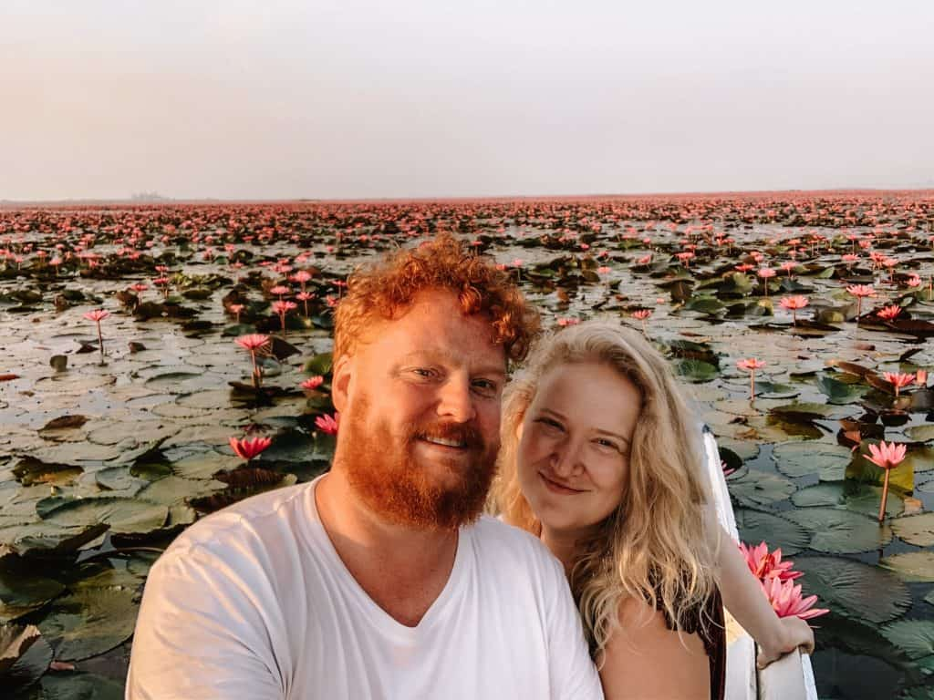 koppel in red lotus meer, thailand