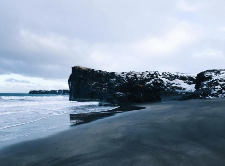 ijsland black beach